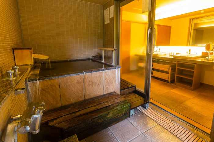 「ホテル河鹿荘」ユニバーサルデザインの集粋庵【利休】の浴室