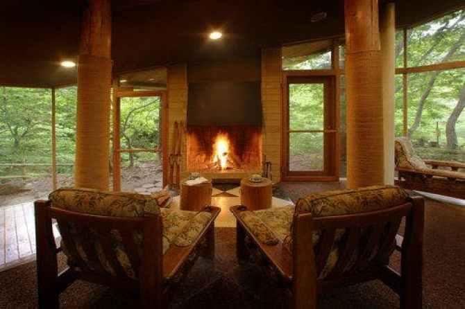 【別邸 仙寿庵】薪を使った暖炉のある読書ルーム