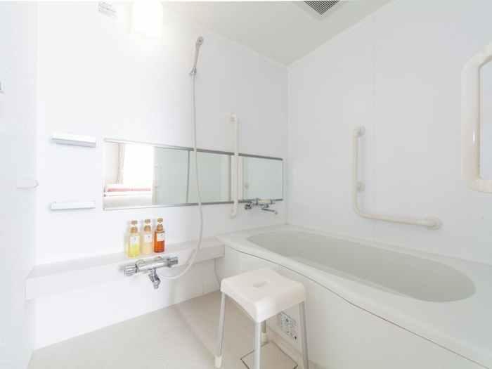 マイステイズ新浦安コンファレンスセンターのデラックスクイーン(バイアフリー対応ルーム)のバスルーム