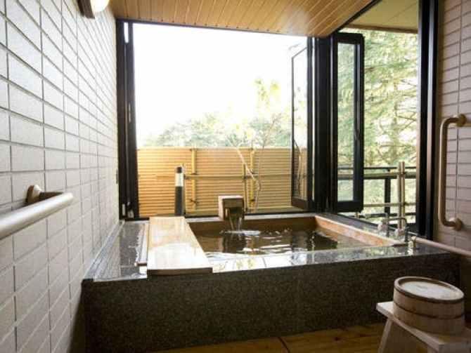 金沢・辰口温泉 まつさき 新館鳳凰のバリアフリールームの客室温泉風呂