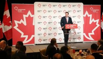 Marco Mendicino - Ministro da Imigração do Canadá dando palestra