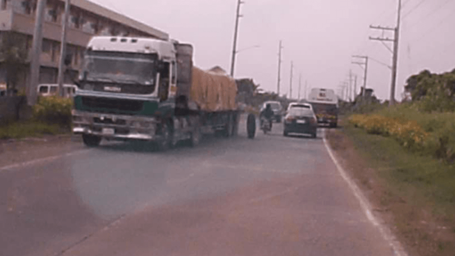 WATCH: Tire flies off truck while on highway in Naga