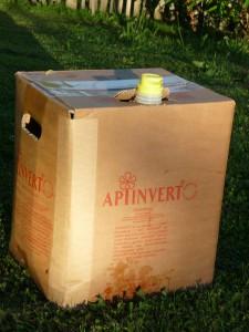 Flüssigfutter für Bienen füttern, Apiinvert
