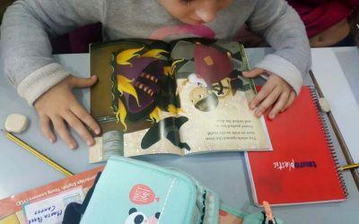 """IML La Zubia pone en marcha """"La biblioteca viajera"""" para fomentar la lectura en nuestra academia de inglés"""