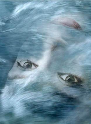 Risultati immagini per occhi azzurri nel mare