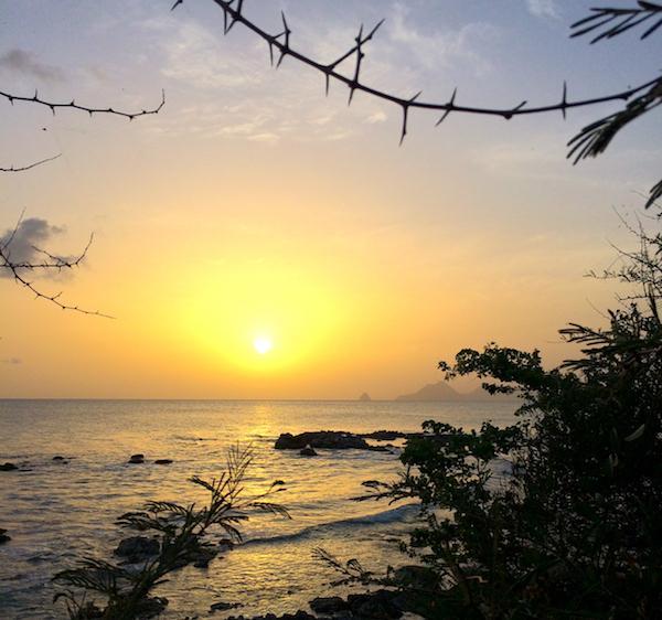 Couché de soleil en Martique proche de nos programmes Antilles Imm'Horizon Finances