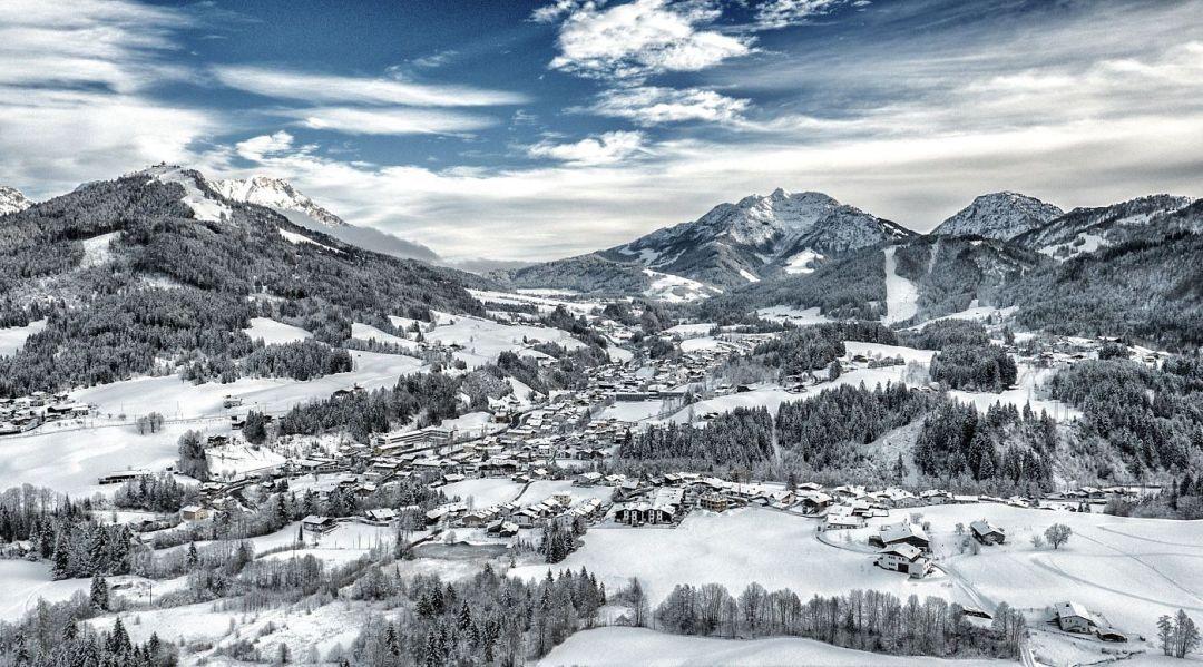 kitzbueheler-alpen-pillerseetal-fieberbrunn-ortsansicht-winter-foto-heinz