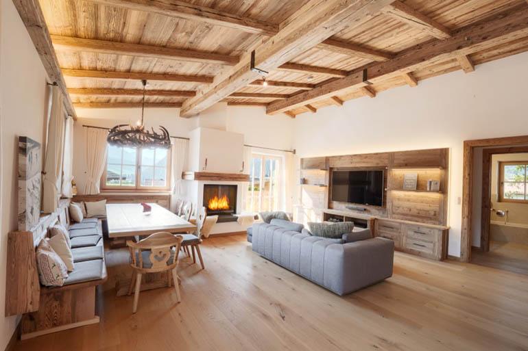 Elegantes Wohnzimmer in einem Penthouse