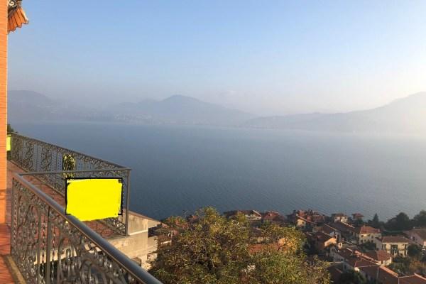 (Italiano) Balcone sul lago