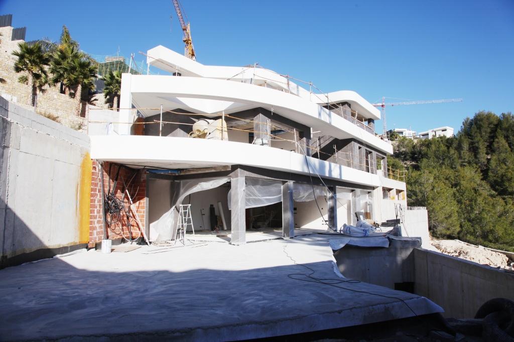 Charmant projet moderne, 4 chambres, 5 salle de bain la villa est actuellement en construction et est situé dans un quartier résidentiel  avec une vue panoramique sur la mer imprenable sur la ville côtière de Calpe et à seulement