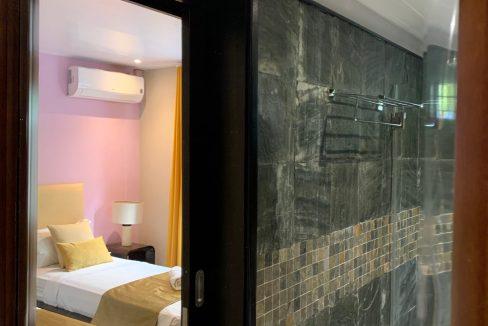 Appartement de 3 chambres pied dans l'eau à vendre Trou d'Eau Douce48
