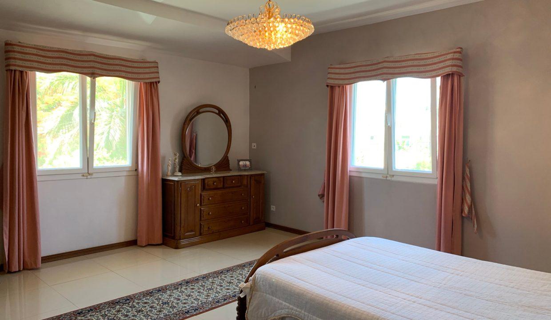 Jolie villa sécurisée avec vue sur mer et les îles du Nord à Calodyne16