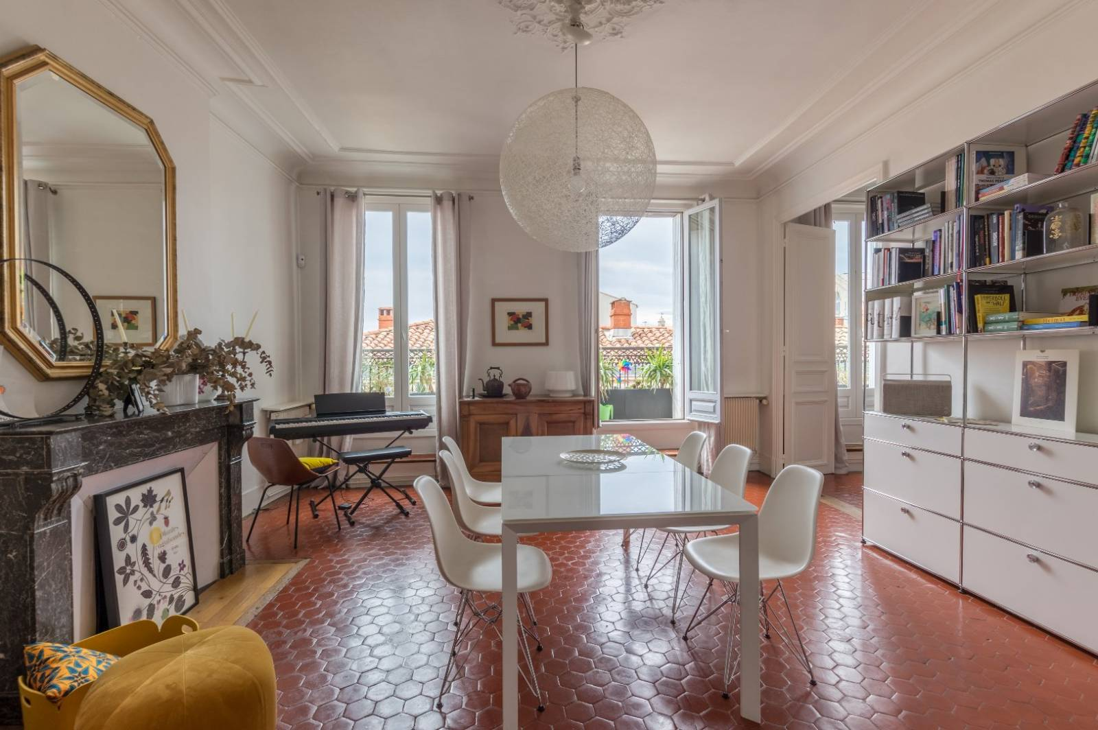 appartement bourgeois avec cheminees