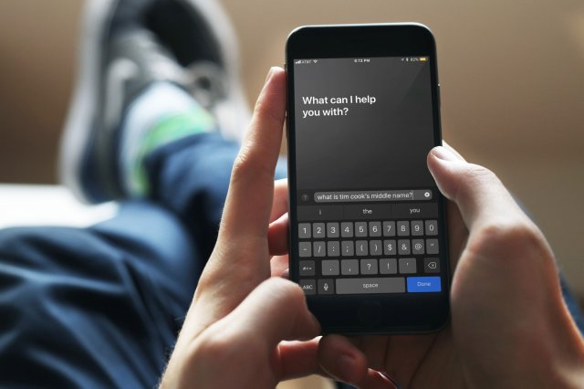 %name Dont like the idea of screaming Hey Siri in public? Try Type to Siri feature to command Siri through keyboard