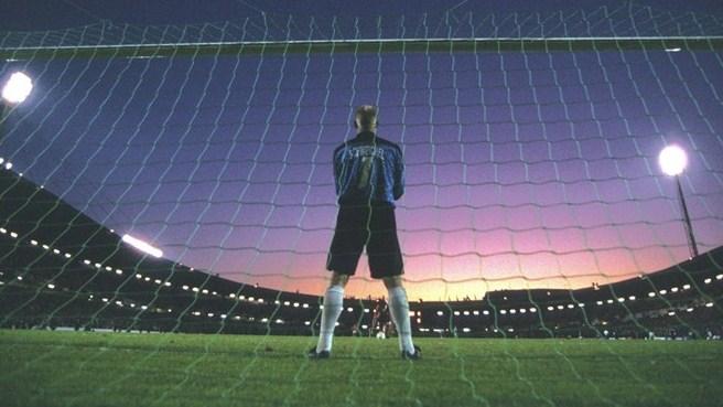 Schmeichel no gol: van Basten tremeu.
