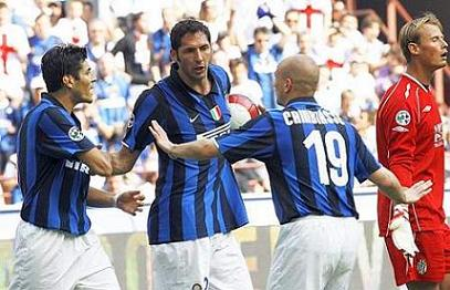 Inter Milan's Materazzi talks with his team mates Cruz and Cambiasso before taking a penalty against Siena in their Italian Serie A soccer match at San Siro stadium in Milan