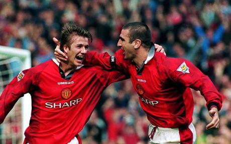 Beckham e Cantona: choque de duas gerações históricas e vitoriosas do Manchester United.
