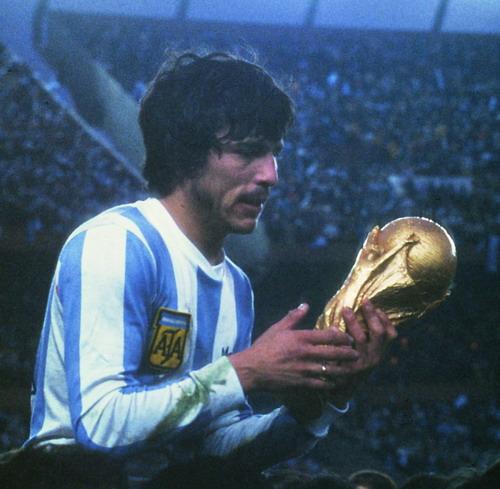 Passarella parece não acreditar: a Argentina era campeã do mundo.