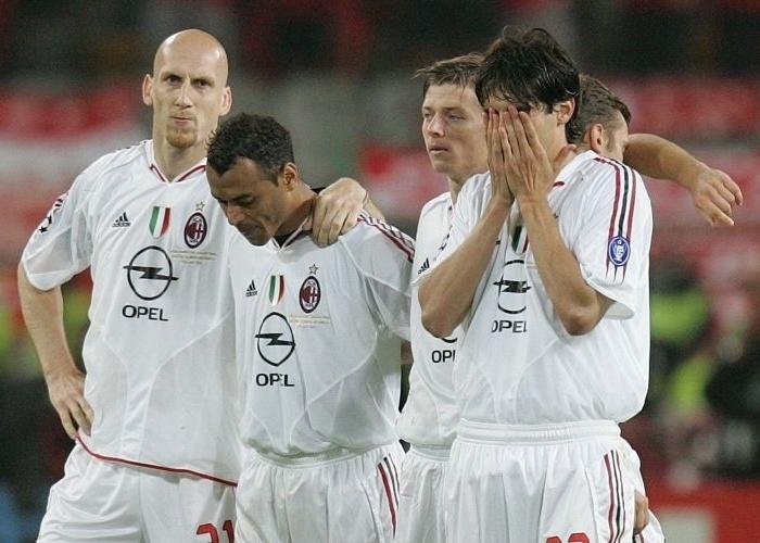 kaka-dir-chora-a-derrota-do-milan-nos-penaltis-para-o-liverpool-na-final-da-liga-dos-campeoes-em-2005-1351622082562_700x500