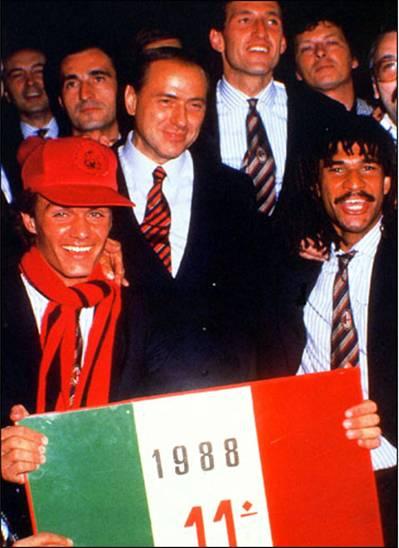 Scudetto_1987-1988_Maldini_Berlusconi_Gullit
