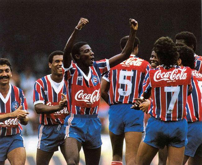 Zé Carlos vibra: uma das estrelas do ataque tricolor.