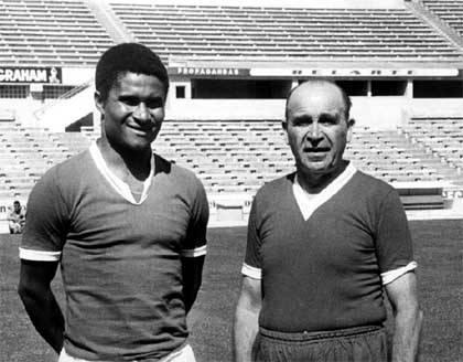 Eusébio e Guttmann: símbolos de uma era de ouro do Benfica.