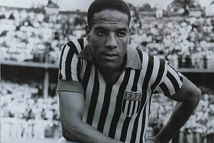 Com a camisa da seleção paulista, na segunda metade dos anos 40.