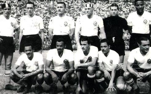 No Corinthians (Domingos é o último em pé).