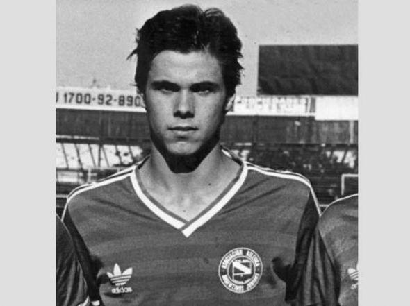 No Argentinos Juniors, ainda de cabelos curtos.