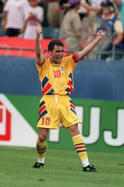 Hagi: capitão, craque e maestro da melhor Romênia de todos os tempos.