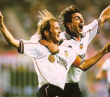 Mendieta (à esq.) vibra: apoteose contra o Real Madrid e fim do jejum.