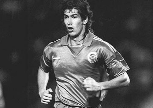 O zagueiro Andrés Escobar: mítico com a camisa da Colômbia e do Atlético Nacional.