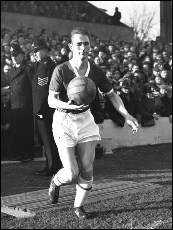 Clough nos tempos de jogador: artilheiro nato e destinado a brilhar em pequenos clubes.