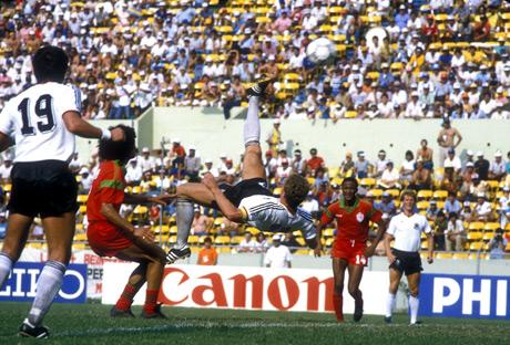 Contra Marrocos, em 1986, Rummenigge tentou até bicicleta.