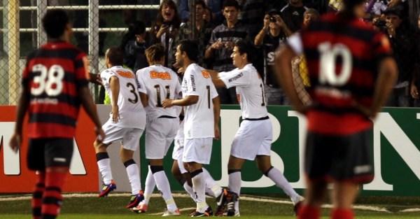 jogadores-do-santos-comemoram-gol-com-dancinha-na-derrota-por-