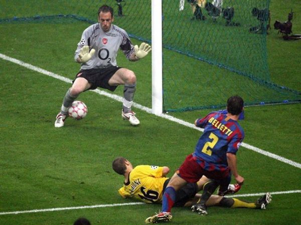 Belletti marca o gol do título europeu do Barça...