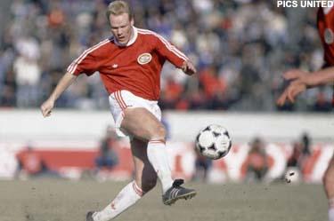 Ronald Koeman, um dos maiores nomes da história do PSV.