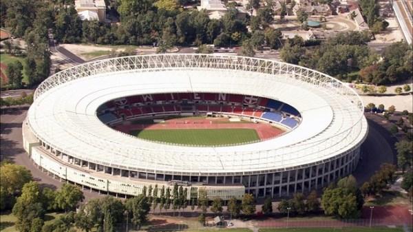 O imponente Ernst Happel Stadion, na Áustria.