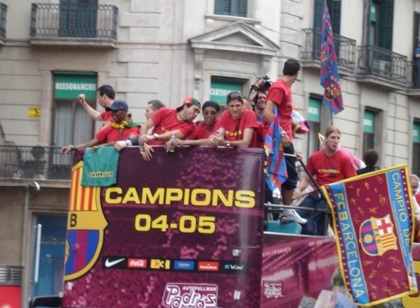 FC_Barcelona_-_Celebración_Champions_2005_(Rua_por_Barcelona)_-_005