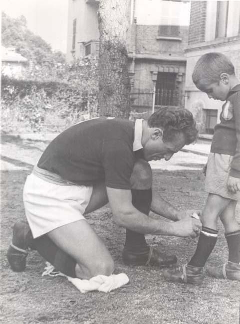 Valentino Mazzola e um ainda pequeno Alessandro Mazzola, que viria a ser ídolo da Internazionale.