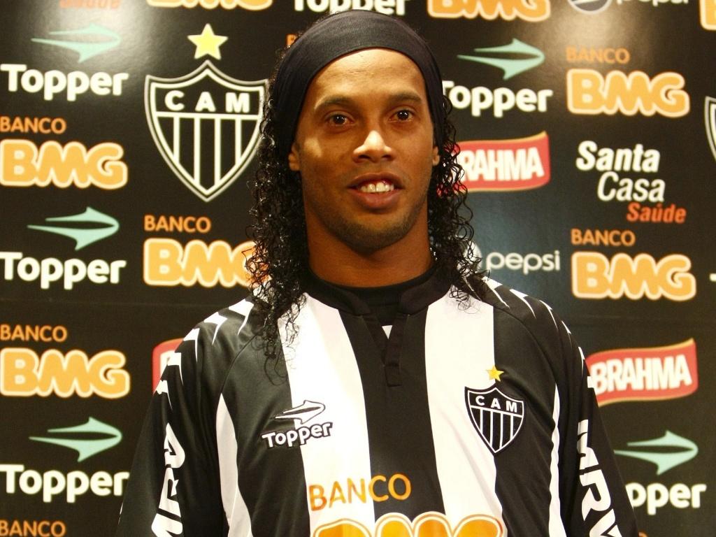 Ronaldinho no Galo: aposta foi considerada de risco na época. Só se fosse para os rivais!