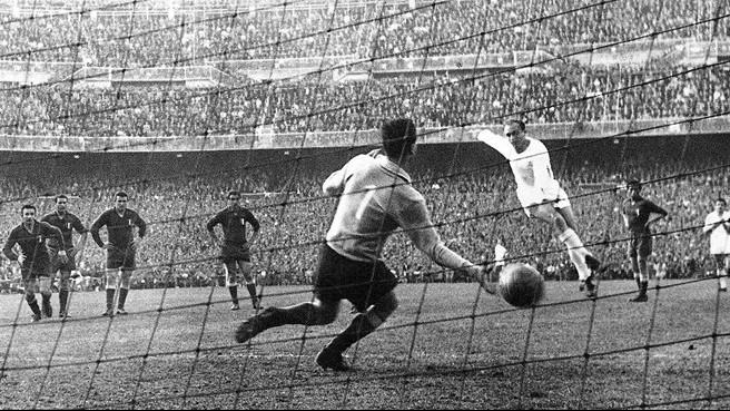 Di Stéfano fuzila, e a Fiorentina perde a chance de ser campeã da Liga dos Campeões de 1956-1957.
