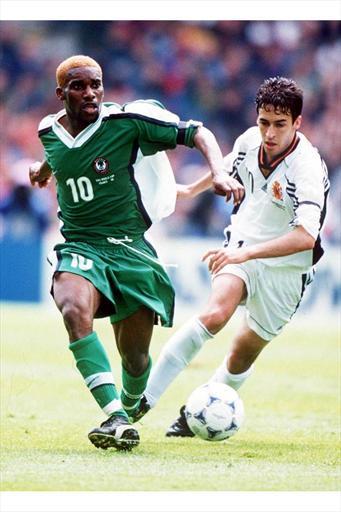 Okocha deixa Raúl para trás: Nigéria virou pra cima da Espanha e venceu por 3 a 2.