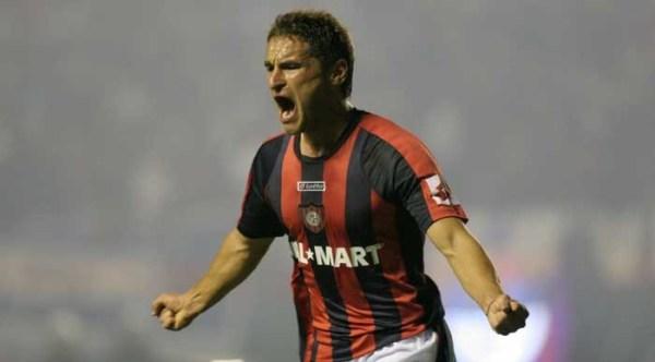 Bergessio vibra: mesmo com 9 jogadores, o San Lorenzo arrancou um empate do River e saiu do Monumental classificado.