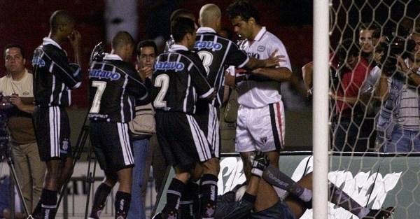 dida-defende-penalti-de-rai-em-1999-1289001454597_956x500