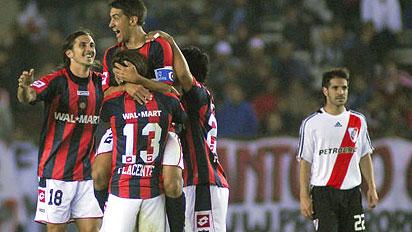 No primeiro jogo das oitavas, a festa foi do San Lorenzo.