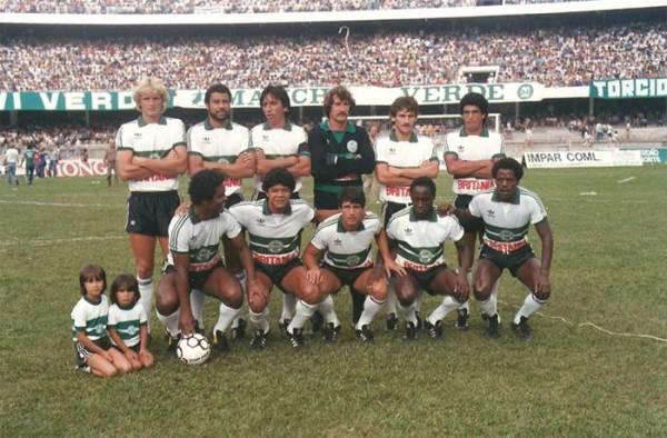 Uma das formações do Coritiba em 1985 - Em pe: Vavá, Gomes, Almir, Rafael, André e Dida. Agachados: Lela, Índio, Marildo, Toby e Vicente.