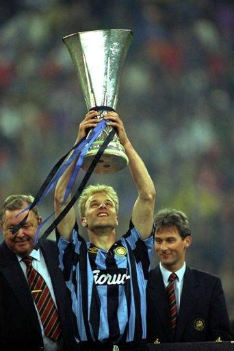 Na Itália, Bergkamp levantou apenas uma taça: a Copa da UEFA.