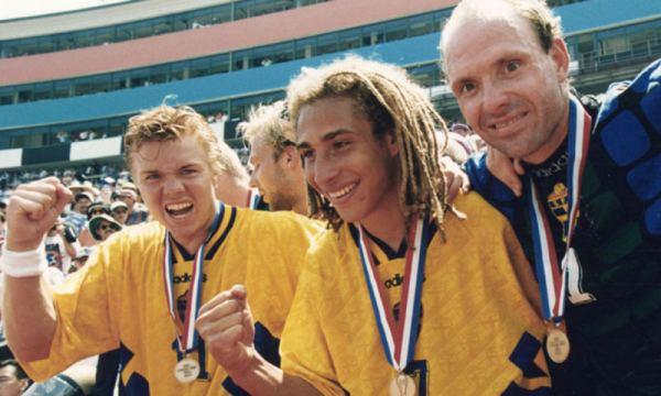 Brolin, Larsson e Ravelli celebram o bronze sueco na Copa.