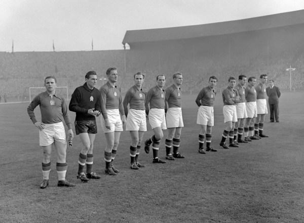 Os magiares aplaudidos por 100 mil pessoas em Wembley.